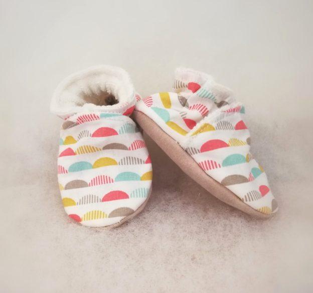 Chaussons bébé vagues colorées