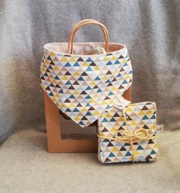 Coffret cadeau bavoir bandana et lingettes Triangle